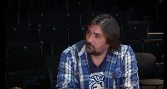 """Vojin Ćetković i Dejan Lutkić tražili da se skine natpis """"Mitrovdanske bitke"""" i grb Republike Srpske"""