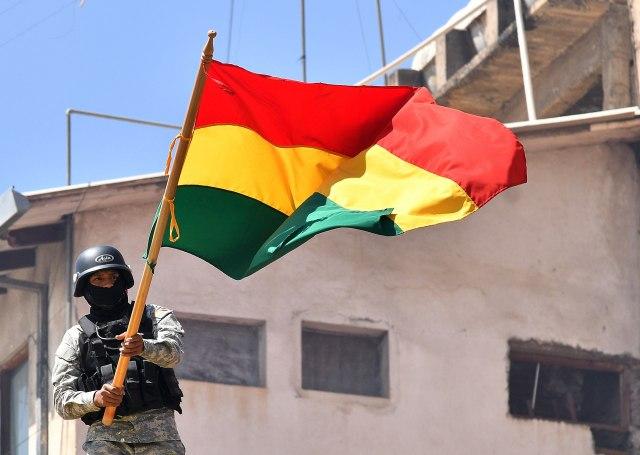 Bolivija gori: Zvaničnici podneli ostavke nakon što su im zapalili kuće