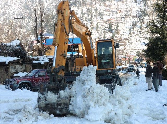 Pronađeno 21 telo posle snežne lavine u Kašmiru, ukupno 160 poginulo