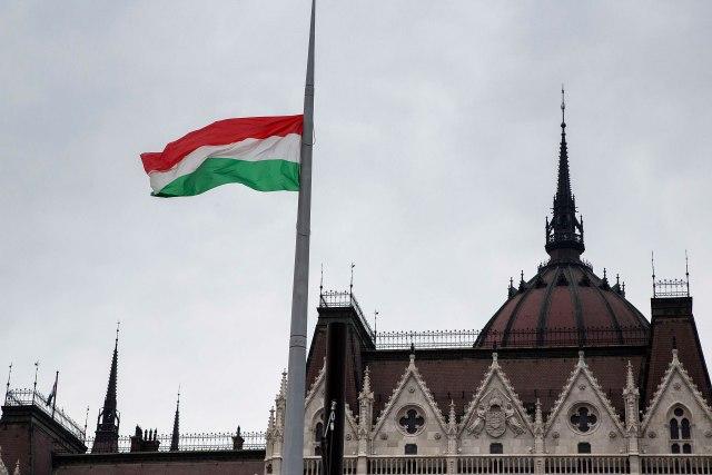 Mađarska duplira broj vojnika na granici