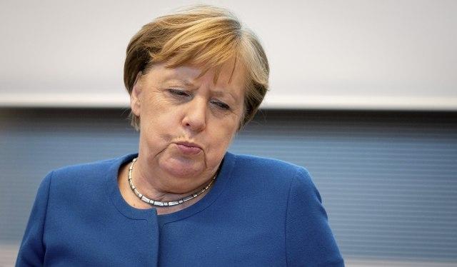 "Nemački mediji ""razapeli"" Angelu Merkel"