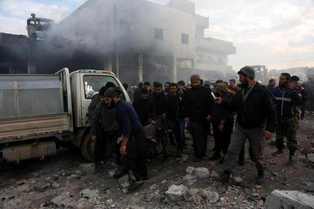 U ofanzivi Rusije na Idlib raseljeno oko 350.000 Sirijaca