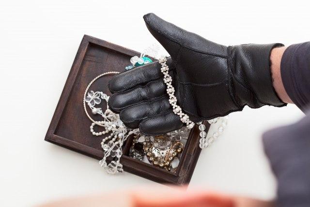 Na Merdaru zaplenjen dijamantski nakit i zbirka antikviteta