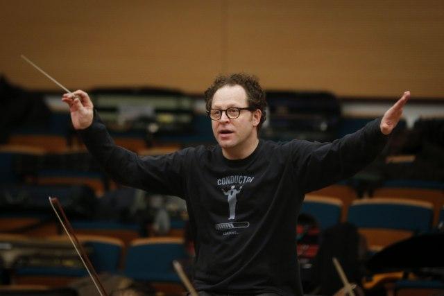 Dirigent Džon Ekslrod ponovo pred Beogradskom filharmonijom