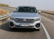 VW Touareg V6 3.0 TDI 4Motion: zapremina 2969 ccm; 210 kW (286 KS); maks. o. mom. 600 Nm