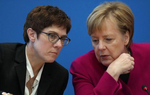 Nesuđena zamena Merkelove se sastaje sa potencijalnim liderima Demohrišćana
