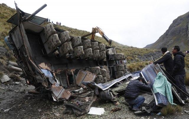Sudar autobusa i kamiona - 14 mrtvih, 35 povređeno