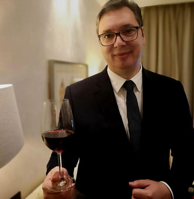 Vučić završio boravak u Minhenu - uz čašu vina čestitao praznik srpskim vinarima FOTO