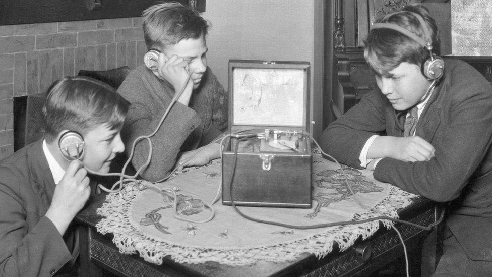 Kako je nekada izgledalo slušanje radija/Getty Images