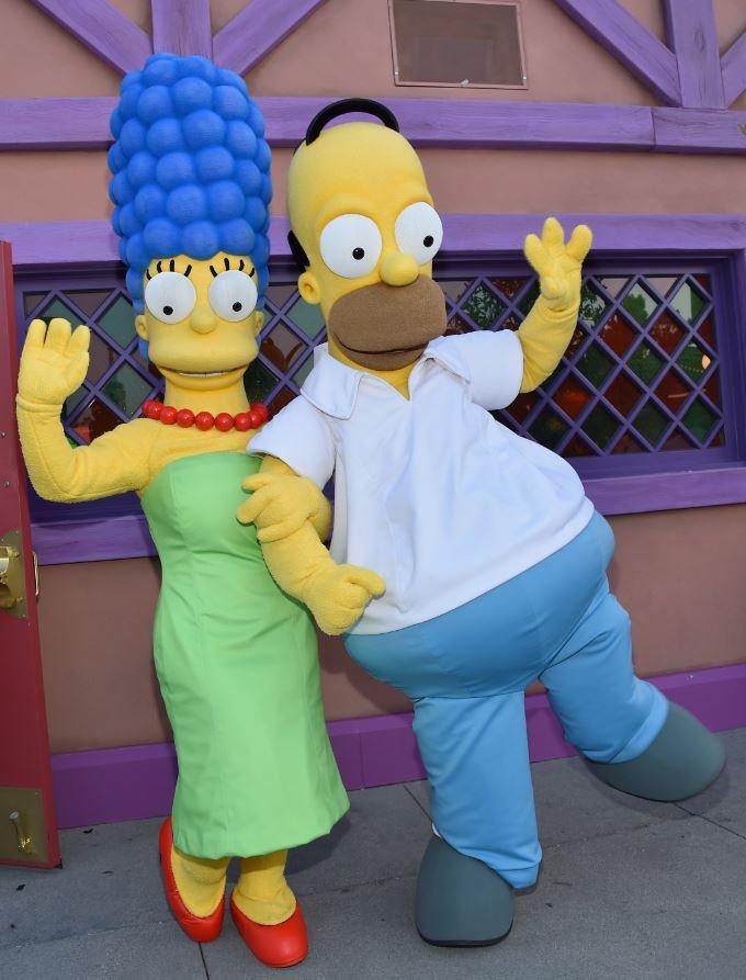 Mardž i Homer Simpson se uklapaju u tradicionalnu sliku krupnog muškarca koji uz sebe ima tanušnu partnerku/Getty Images