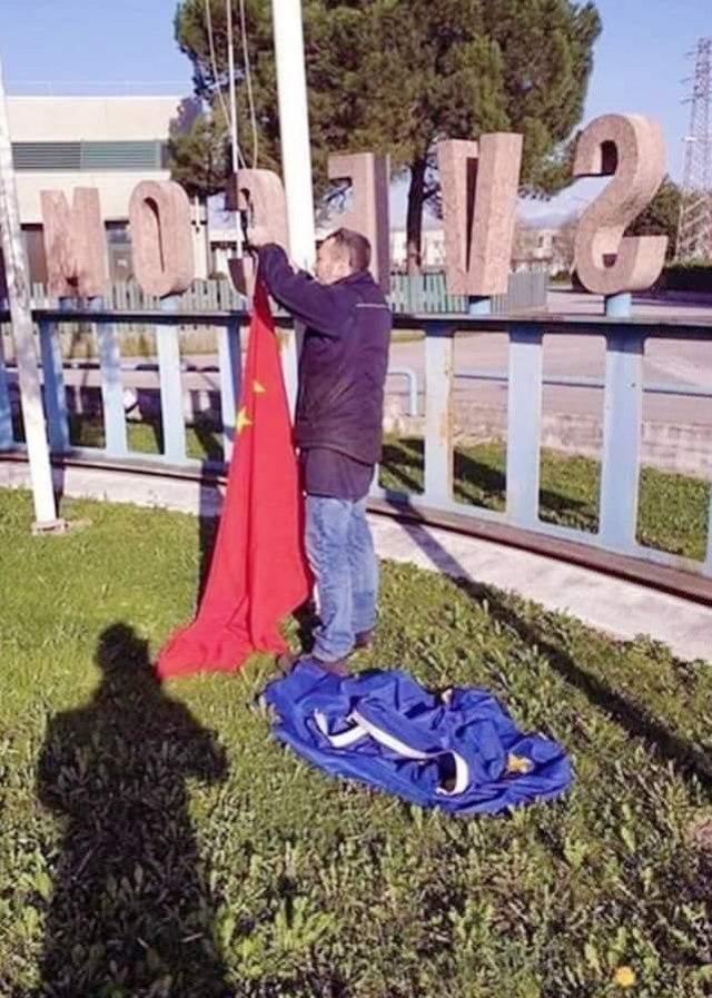 Italijani skinuli zastavu EU i zamenili je Kineskom 6984656305e79f9fff381a506177910_v4_big