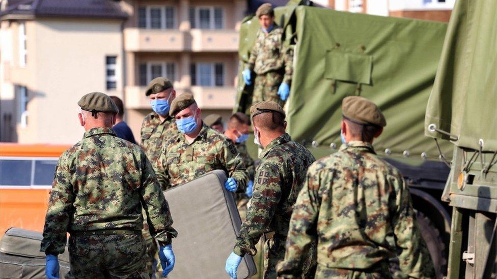 Vojnici postavljaju poljsku bolnicu u Novom Pazaru/Getty Images