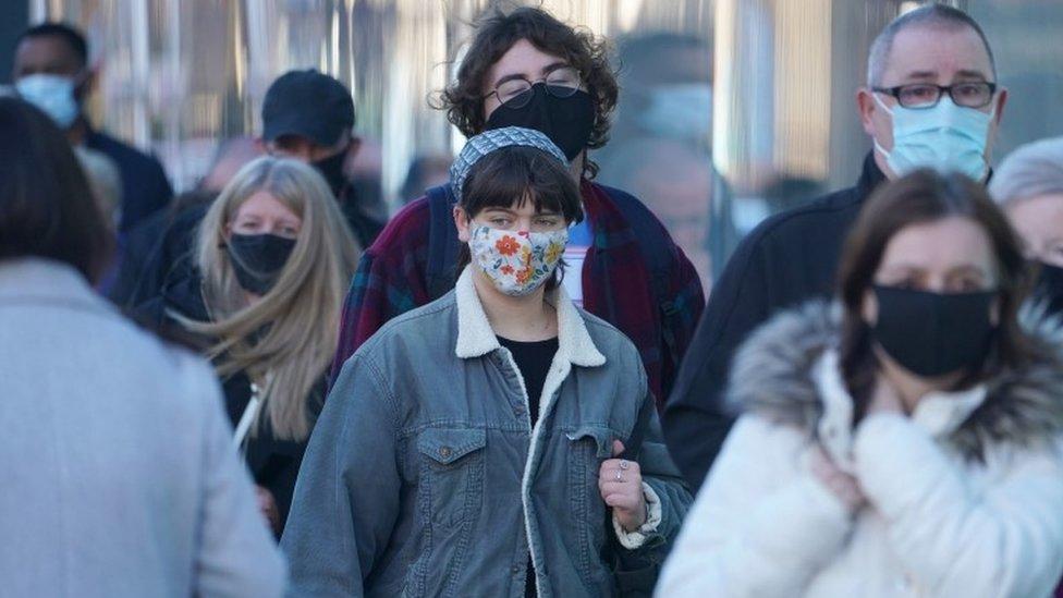 Broj zaraženih korona virusom u Srbiji raste iz dana u dan, najteža situacija je u Beogradu/PA Media