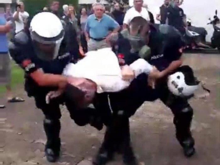 Novi haos u Budvi: Kamenje na policiju VIDEO - B92