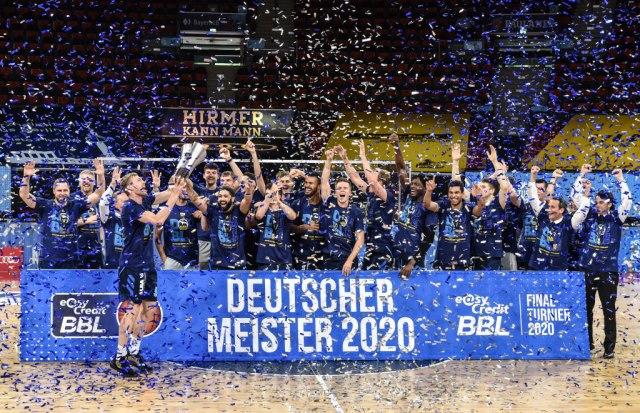 Алба Берлин со прва германска титула од 2008 година