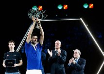 Photo by Dean Mouhtaropoulos/Getty Images; Novak Ðokoviæ i Gi Forže u pozadini aplaudira