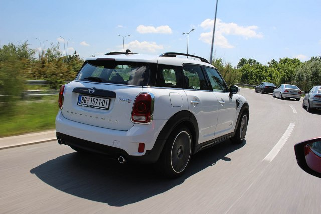 Mini Countryman Cooper S All4: zapremina 1998 ccm; snaga 141 kW (192 KS) pri 5000-6000 o/min; maks. o. mom. 280 Nm pri 1350-4600 o/min