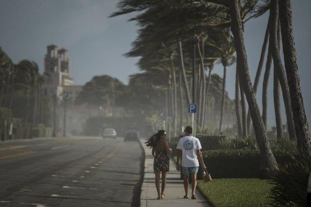 Uragan Isias kreće ka kopnu, preti Floridi