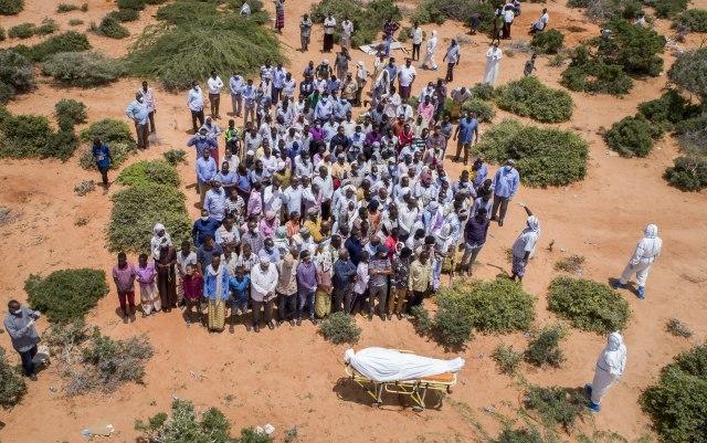Milion obolelih u Africi, u Somaliji spaljuju tela da se zaraza ne bi proširila FOTO