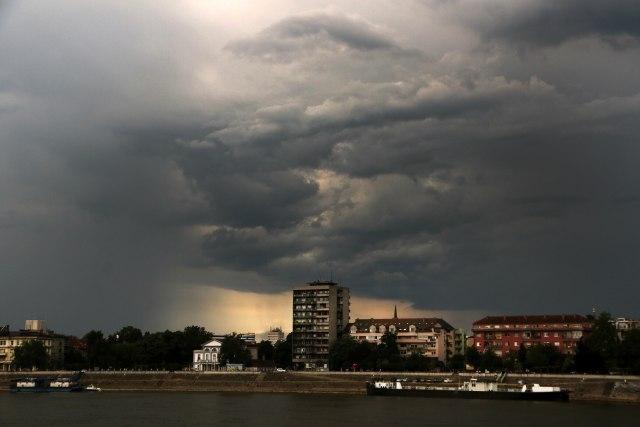 Provala oblaka u Beogradu, nevreme stiglo i do drugih delova zemlje VIDEO/FOTO