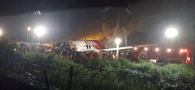 Porastao broj žrtava stravične nesreće - avion se prepolovio u Indiji VIDEO/FOTO