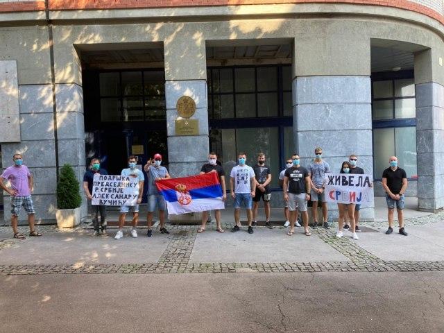 Srpska dijaspora uputila poruke podrške predsedniku Srbije FOTO