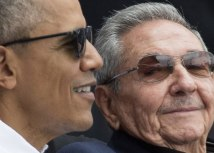 Raúl Castro (right) with then-US President Barack Obama in 2016/EPA