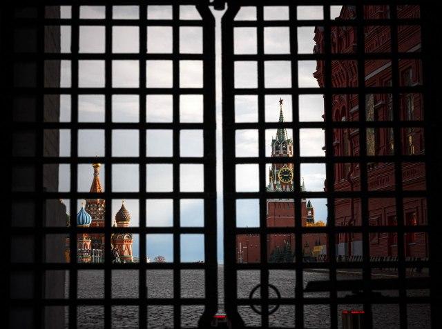 Srušen deo zida Kremlja – zatvoreni svi prilazi Crvenom trgu VIDEO/FOTO