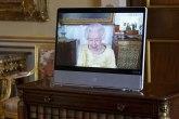 Kraljica Elizabeta se pojavila – nasmejana u žutoj haljini FOTO